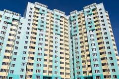 Edifici residenziali a più piani moderni Immagini Stock