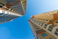 Edifici residenziali a più piani moderni a Mosca, Russia Fotografia Stock