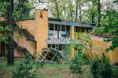 Edificio abandonado arruinado viejo del campo pionero Fotografía de archivo