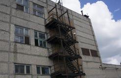 Edificio abandonado de la fábrica Símbolo para las depresiones económicas Imagenes de archivo