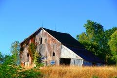 Edificio abandonado del granero Imagenes de archivo