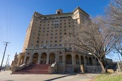 Edificio abandonado del hotel en Wells mineral Tejas Imágenes de archivo libres de regalías