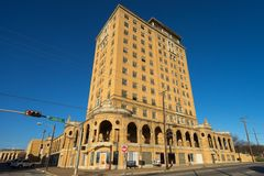Edificio abandonado del hotel en Wells mineral Tejas Fotos de archivo