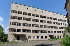 Edificio abandonado del instituto de investigación soviético fotos de archivo libres de regalías