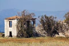 Edificio abandonado del pueblo Fotografía de archivo
