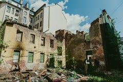Edificio abandonado demolido destruido viejo Fotografía de archivo libre de regalías