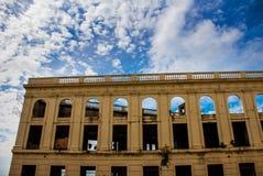 Edificio abandonado en el fondo del cielo azul Cebú, Filipinas Fotos de archivo libres de regalías