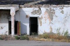 Edificio abandonado en Kazajistán Foto de archivo