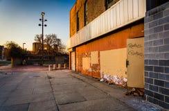 Edificio abandonado en la alameda vieja de la ciudad, en Baltimore, Maryland Imágenes de archivo libres de regalías