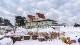 Edificio abandonado en la isla del jangja Imagenes de archivo