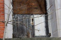 Edificio abandonado viejo del asilo de la escuela del hospital del ladrillo Imagenes de archivo