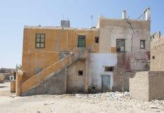 Edificio abandonado viejo en ciudad egipcia Imagen de archivo