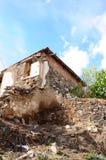 Edificio abandonado y dañado Foto de archivo libre de regalías
