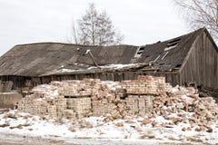 Edificio abandonado y dañado Foto de archivo