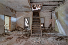 Edificio abandonado y que desmenuza viejo Imagen de archivo