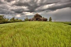Edificio agrícola abandonado imagenes de archivo