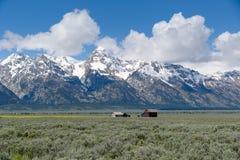 Edificio agrícola de la fila mormona histórica en el parque nacional magnífico de Teton Fotos de archivo