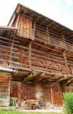 Edificio agrícola de madera de Friulian Imagen de archivo libre de regalías