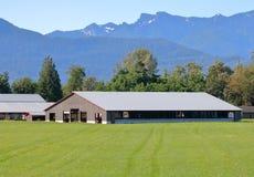 Edificio agrícola del almacenamiento moderno grande foto de archivo libre de regalías