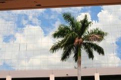 Edificio al lado de la estación de tren, la Florida del sur Imagenes de archivo