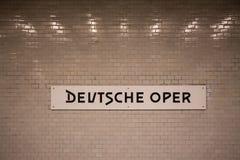 Edificio alemán de la ópera en Berlín Alemania como letras Foto de archivo libre de regalías