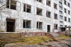 Edificio alto abandonado viejo Fotografía de archivo