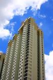 Edificio alto de apartamentos Imagen de archivo libre de regalías