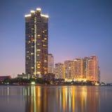 Edificio alto de apartamentos Imágenes de archivo libres de regalías