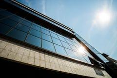 Edificio alto que aumenta hasta el cielo Imágenes de archivo libres de regalías