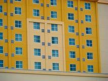 Edificio amarillo Fotos de archivo