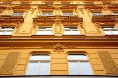 Edificio amarillo Foto de archivo libre de regalías