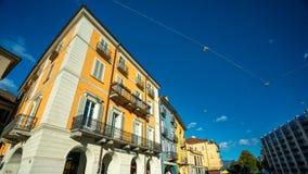 Edificio amarillo con el balcón en Austria imágenes de archivo libres de regalías