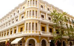 Edificio amarillo de vila del dalt céntrico de Ibiza balear Foto de archivo libre de regalías
