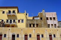 Edificio amarillo viejo en el territorio del museo marítimo en t Foto de archivo