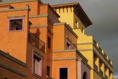 Edificio anaranjado Fotos de archivo