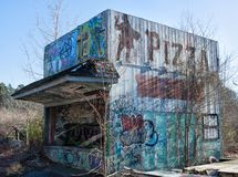 Edificio antiguo abandonado usado para la pizza imagen de archivo