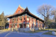 Edificio antiguo de la enseñanza y de la investigación de la Universidad de Pekín Imagen de archivo libre de regalías