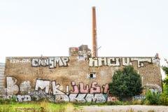 Edificio arruinado con la pintada en Berlín Fotos de archivo libres de regalías