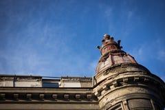 Edificio arruinado del historism con una torre Imágenes de archivo libres de regalías