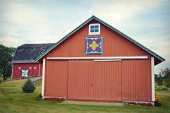 Edificio attiguo rosso del granaio immagine stock