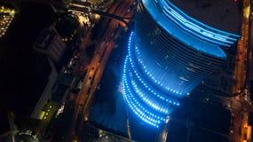 Edificio azul de neón Fotos de archivo libres de regalías