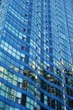 Edificio azul ondulado imagenes de archivo