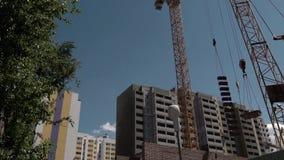 Edificio bajo construcción Crane Working Process almacen de video