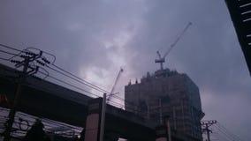 Edificio bajo construcción en el bangna, Tailandia en 2015 almacen de metraje de vídeo