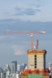 Edificio bajo construcción en la ciudad de Bangkok, Tailandia Fotografía de archivo libre de regalías