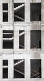 Edificio bajo construcción, pared con las escaleras Imágenes de archivo libres de regalías