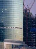 Edificio. A bajo el edificio de la construcción. Foto de archivo libre de regalías