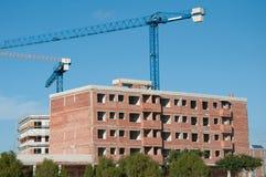 Edificio bajo la construcción y grúas Fotografía de archivo libre de regalías