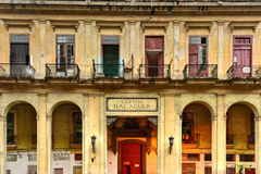 Edificio Balaguer lägenheter - havannacigarr, Kuba Royaltyfri Fotografi