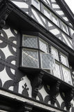 Edificio blanco y negro de Tudor Fotos de archivo